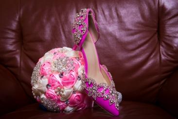 Bride's bouquet and shoe